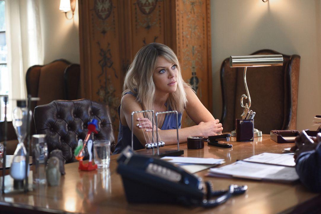 Obwohl Mickey (Kaitlin Olson) all ihren Charme spielen lässt, prallt sie bei Direktor Gibbson ab. Das kann sie nicht auf sich sitzen lassen und besc... - Bildquelle: 2017 Fox and its related entities. All rights reserved.