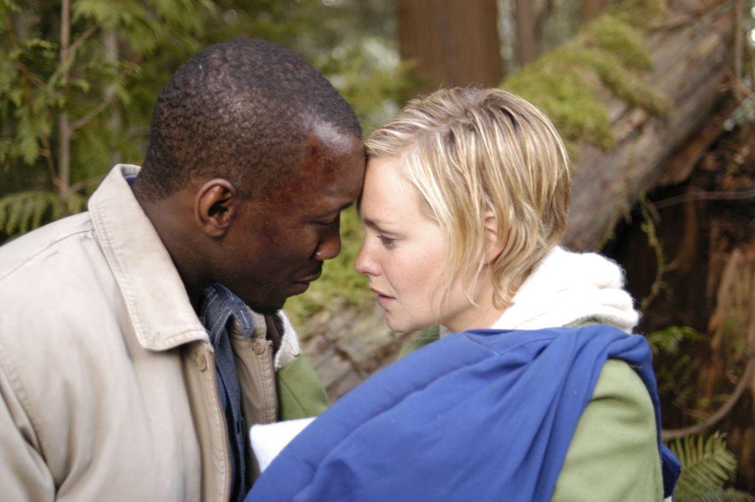 Verstecken sich in den Bergen um nicht von Collier und der NTAC gefunden zu werden: Richard (Mahershalalhazbaz Ali, l.) und Lily (Laura Allen, r.) ... - Bildquelle: Viacom Productions Inc.