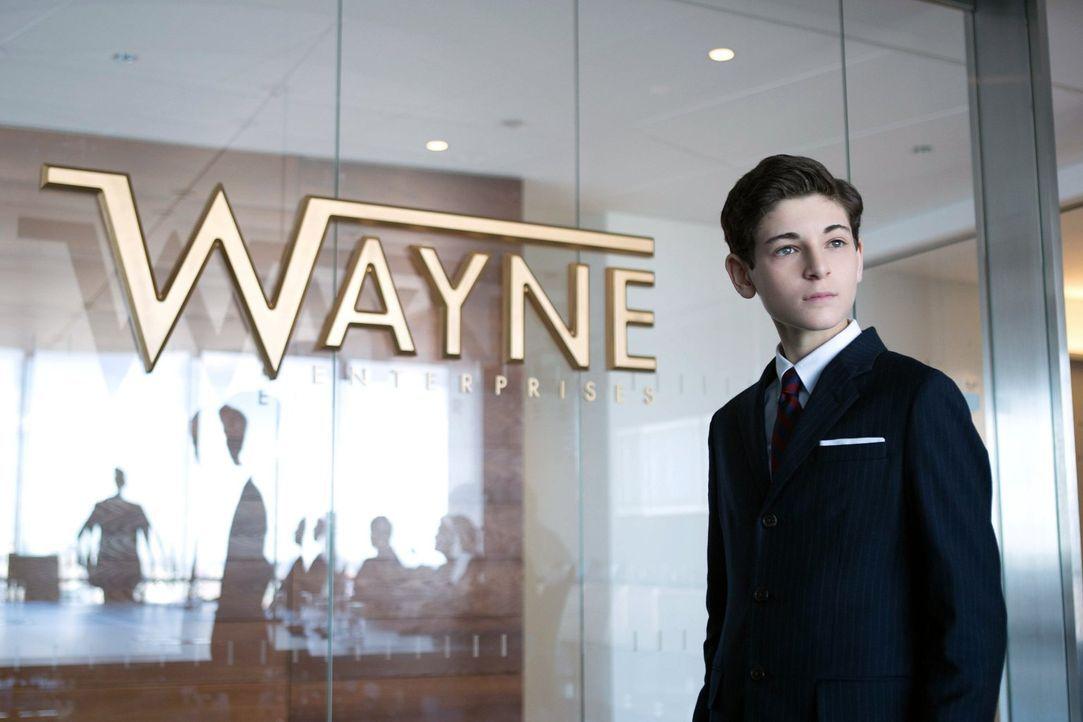 Fish Mooney etabliert sich weiterhin als neue Anführerin der Unterwelt, während Bruce (David Mazouz) eine Vorstandsitzung bei Wayne Enterprises einb... - Bildquelle: Warner Bros. Entertainment, Inc.