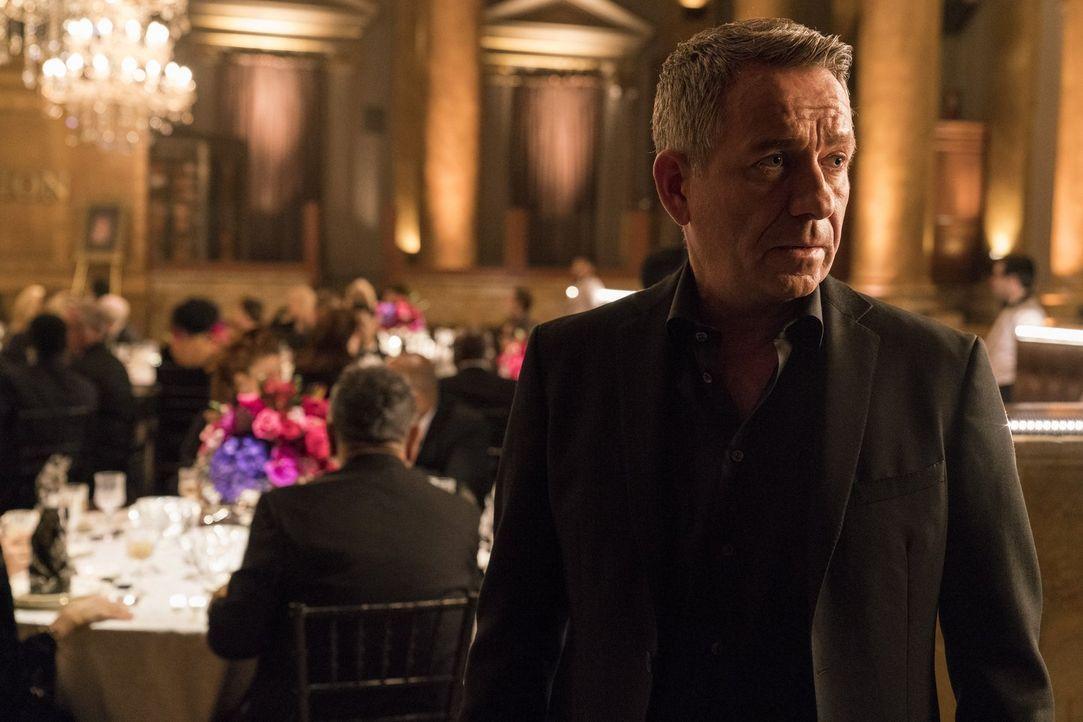 Auf Alfred (Sean Pertwee) erwartet ein Gespräch, das einiges verändern könnte ... - Bildquelle: 2017 Warner Bros.