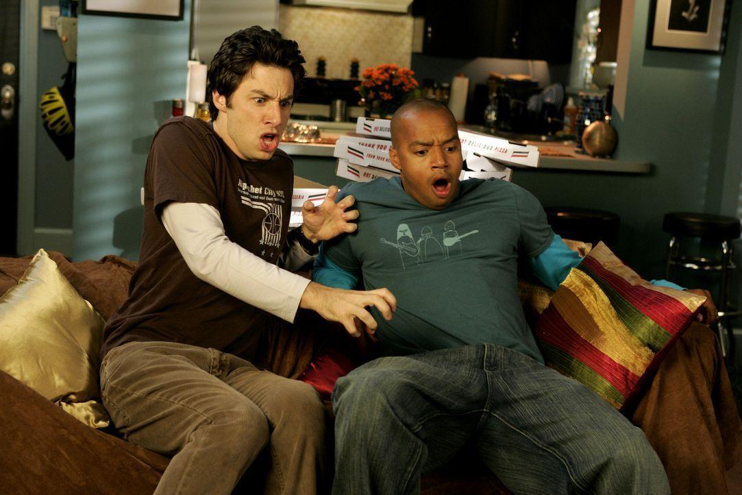 J.D. (Zach Braff, l.) und Turk (Donald Faison, r.) bekommen es mit der Angst zu tun ... - Bildquelle: Touchstone Television