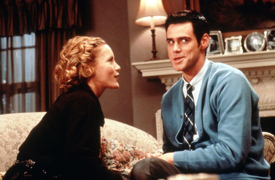Chip (Jim Carrey, r.) erobert die Herzen der stolzesten Frauen: Auch Robin (Leslie Mann, l.) findet den irren Cable Guy total süß ... - Bildquelle: Columbia TriStar