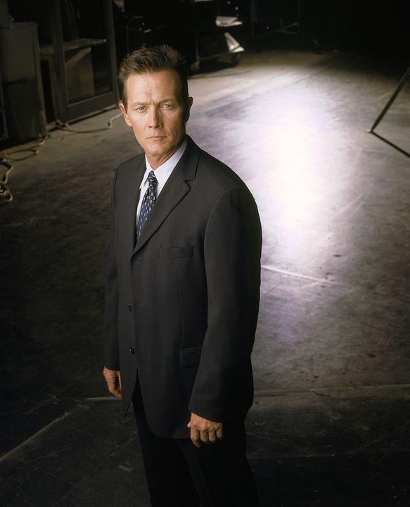 (8. Staffel) - FBI-Agent John Doggett (Robert Patrick) wird mit der Aufgabe betraut, paranormale Phänomene zu untersuchen. - Bildquelle: TM +   2000 Twentieth Century Fox Film Corporation. All Rights Reserved.