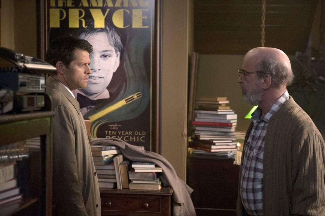 Nachdem Castiel (Misha Collins, l.) der Zugang zum Himmel verwehrt wird, suchen er und Sam einen anderen Weg, um mit einem Himmelsbewohner zu kommun... - Bildquelle: 2016 Warner Brothers