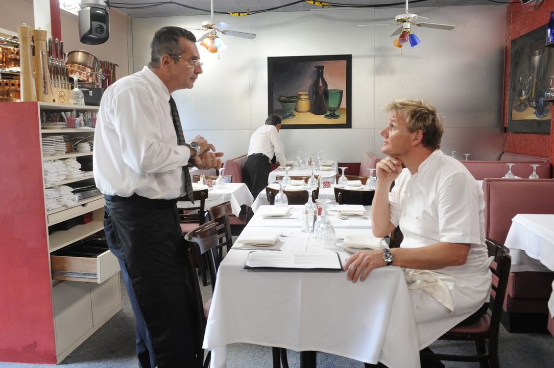 Gordon Ramsay (r.) - Bildquelle: Jeffrey Neira 2009 ITV Studios, Inc. all rights reserved./Jeffrey Neira