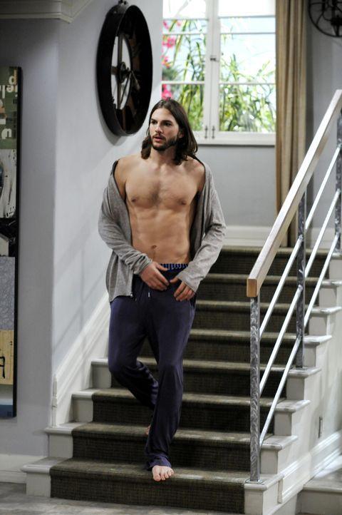 Versucht Zoey für sich zu gewinnen: Walden (Ashton Kutcher) ... - Bildquelle: Warner Brothers Entertainment Inc.