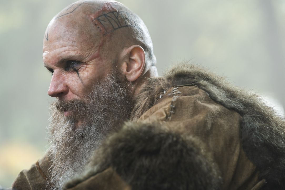 Floki (Gustaf Skarsgård) - Bildquelle: 2020 TM Productions Limited / T5 Vikings IV Productions Inc. All Rights Reserved. An Ireland-Canada Co-Production.