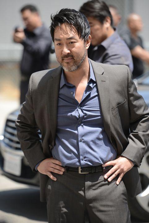Woher weiß Lin (Kenneth Choi) auf einmal, dass Jax ihn hintergangen und seine Waffen gestohlen hat? - Bildquelle: Prashant Gupta 2013 Twentieth Century Fox Film Corporation and Bluebush Productions, LLC. All rights reserved.