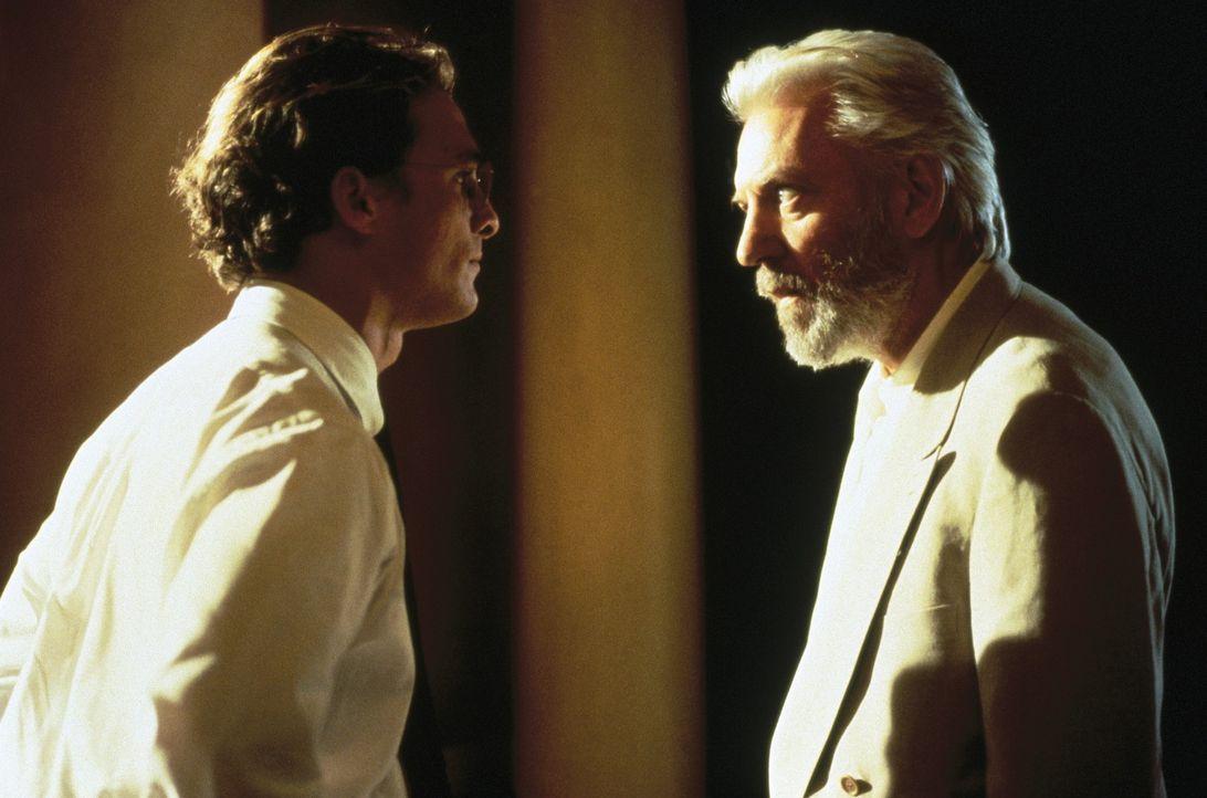 Eigentlich will der erfahrene, aber in seiner Karriere gescheiterte Anwalt Lucien Wilbanks (Donald Sutherland, r.) nie wieder einen Gerichtssaal bet... - Bildquelle: Warner Bros.
