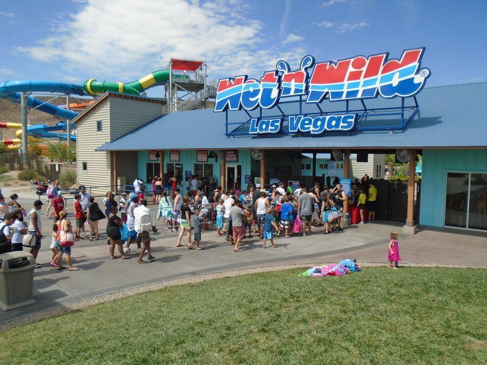Der Wet'n'Wild Wasserfreizeitpark in Las Vegas bietet mit mehr als 10 verschiedene Rutschen, sowie einem Wellenbad jede Menge Unterhaltung ... - Bildquelle: 2016, The Travel Channel, L.L.C. All Rights Reserved.
