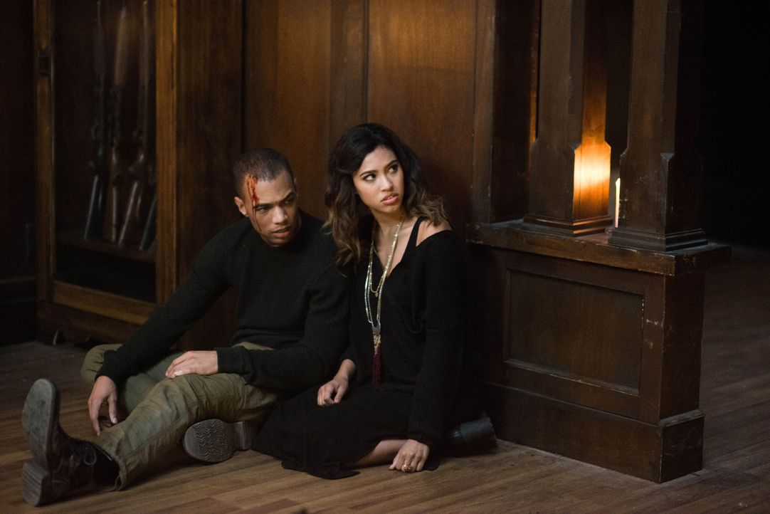 Max (Kendrick Sampson, l.); Alicia (Kara Royster, r.) - Bildquelle: Diyah Pera 2016 The CW Network, LLC. All Rights Reserved / Diyah Pera