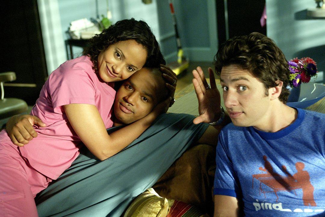 Während J.D (Zach Braff, r.) besuch von seinem Bruder bekommt, werden Carla (Judy Reyes, l.) und Turk (Donald Faison, M.) mit einer Krankheit konfro... - Bildquelle: Touchstone Television