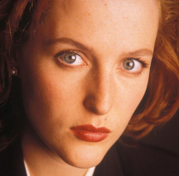(3. Staffel) - FBI-Agentin Dana Scully (Gillian Anderson) gerät mehr und mehr in den Sog von Vorgängen, die auf natürliche Weise nicht zu erklären s... - Bildquelle: TM +   2000 Twentieth Century Fox Film Corporation. All Rights Reserved.