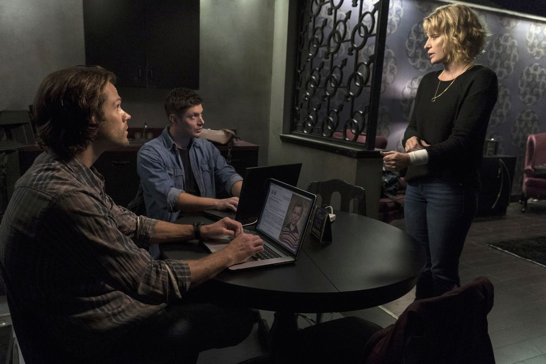 (v.l.n.r.) Sam (Jared Padalecki); Dean (Jensen Ackles), Mary (Samantha Smith) - Bildquelle: Katie Yu 2016 The CW Network, LLC. All Rights Reserved/Katie Yu