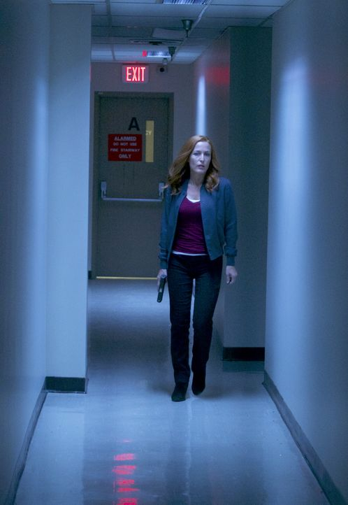 Muss in ein Regierungsgebäude einbrechen, um einem alten Freund zu helfen: Scully (Gillian Anderson) ... - Bildquelle: Shane Harvey 2017 Fox and its related entities. All rights reserved. / Shane Harvey