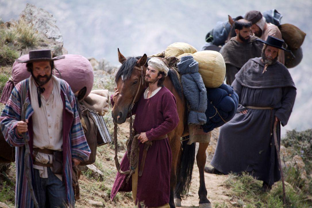 Sein Vater Niccolo (Mark Jax, l.) und sein Onkel Maffeo (Alan Shearman, r.) begleiten Marco Polo (Ian Somerhalder, M.) auf seiner Reise über die Se... - Bildquelle: 2006 RHI Entertainment Distribution, LLC