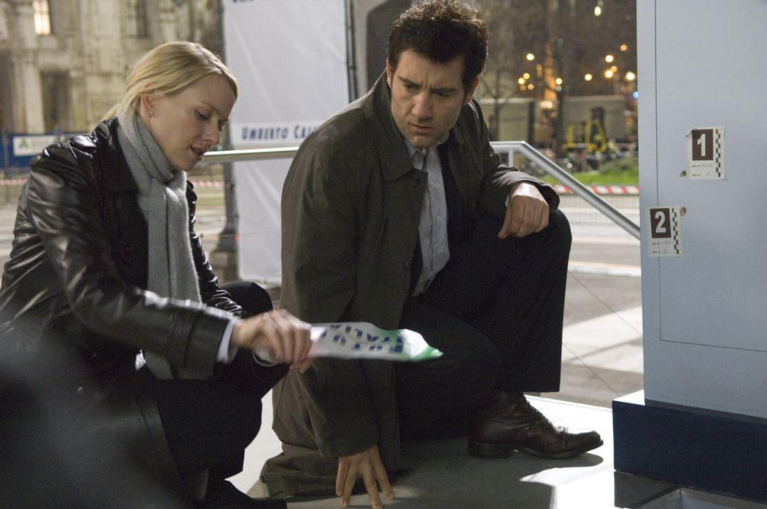 Schon bald müssen der Interpol-Agent Louis Salinger (Clive Owen, r.) und die New Yorker Staatsanwältin Eleanor Whitman (Naomi Watts, l.) erkennen, d... - Bildquelle: 2009 Columbia Pictures Industries, Inc. and Beverly Blvd LLC. All Rights Reserved.