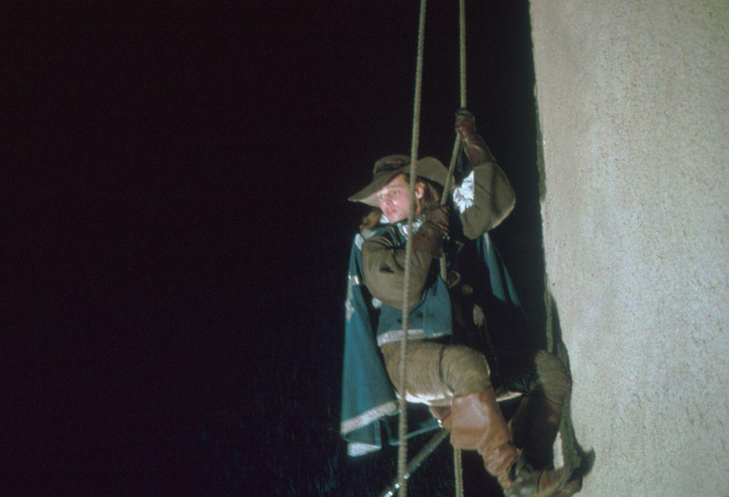 Todesmutig nimmt Musketier D'Artagnan (Justin Chambers) den Kampf gegen die Feinde Frankreichs auf ... - Bildquelle: MDP Worldwide