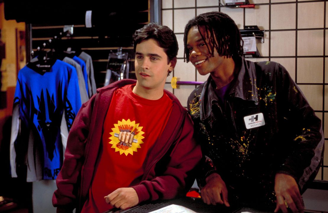 Noch haben Zak (Jesse Bradford, l.) und sein bester Freund Meeker (Garikayi Mutambirwa, r.) einen Heidenspaß mit der Uhr, die die Zeit stillstehen l... - Bildquelle: TM &   2001-2006 BY PARAMOUNT. ALL RIGHTS RESERVED