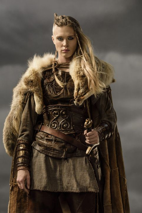 (3. Staffel) - Steht den Männern im Kampf in nichts nach: Porunn (Gaia Weiss) ... - Bildquelle: 2015 TM PRODUCTIONS LIMITED / T5 VIKINGS III PRODUCTIONS INC. ALL RIGHTS RESERVED.