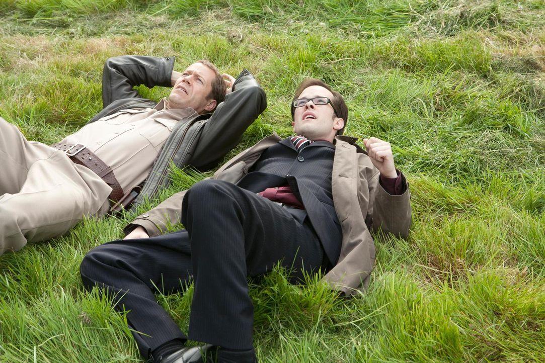 Erkennen Jack (Colin Ferguson, l.) und Fargo (Neil Grayston, r.) zu spät, welche zerstörerische Katastrophe der Katastrophen-Test-Initiator gerade a... - Bildquelle: Universal Television