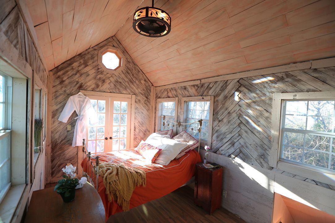 Ein Baumhaus-Traum geht in Erfüllung: Die Baumhausbauer schaffen ein germütliches, 55 qm großes Bauernhaus in knapp 4 Metern Höhe in Celeste, Texas... - Bildquelle: 2015, DIY Network/Scripps Networks, LLC. All Rights Reserved.