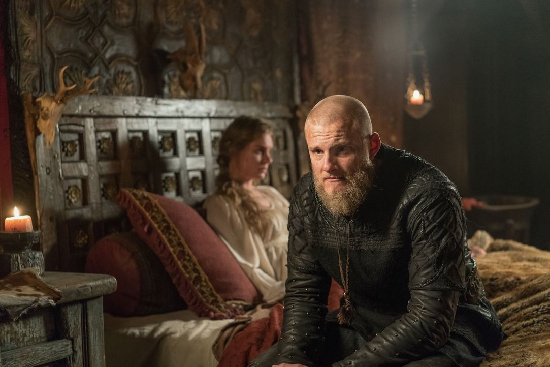 Gunnhild (Ragga Ragnars, l.); Björn (Alexander Ludwig, r.) - Bildquelle: 2020 TM Productions Limited / T5 Vikings IV Productions Inc. All Rights Reserved. An Ireland-Canada Co-Production.