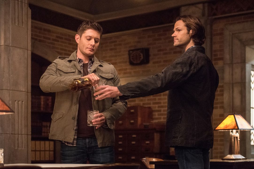Dean (Jensen Ackles, l.); Sam (Jared Padalecki, r.) - Bildquelle: Dean Buscher 2016 The CW Network, LLC. All Rights Reserved / Dean Buscher