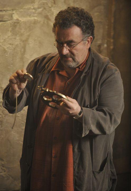 Artie Nielsen (Saul Rubinek) - Bildquelle: Steve Wilkie 2012 Universal Network Television LLC. ALL RIGHTS RESERVED. / Steve Wilkie