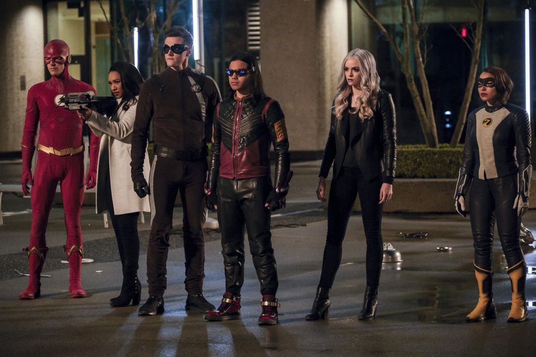 (v.l.n.r.) Barry alias The Flash (Grant Gustin); Iris (Candice Patton); Ralph alias Elongated Man (Hartley Sawyer); Cisco alias Vibe (Carlos Valdes)... - Bildquelle: Jeff Weddell 2019 The CW Network, LLC. All rights reserved. / Jeff Weddell