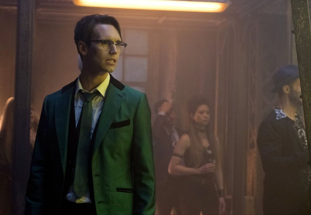 Um seine Macht zurückzugewinnen, entschließt sich Edward (Cory Michael Smith) dazu, wieder mit einem ehemaligen Partner zusammenzuarbeiten ... - Bildquelle: 2017 Warner Bros.