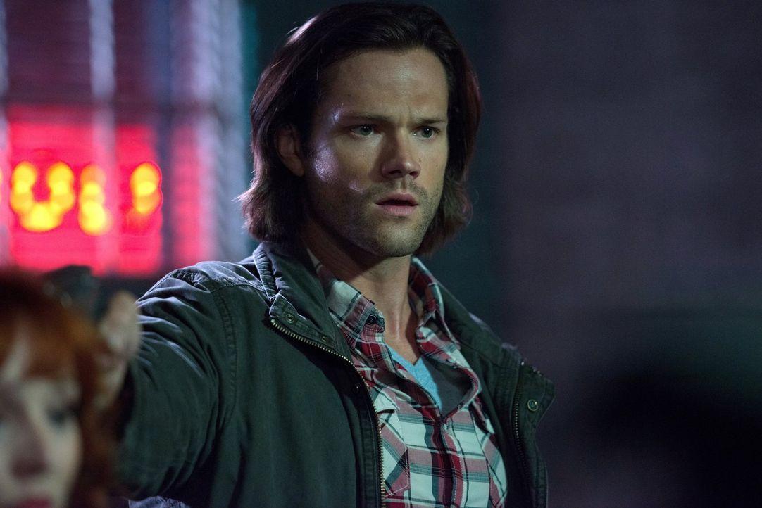 Um Castiel zu retten, müssen Sam (Jared Padalecki) und Dean ausgerechnet Rowena ausfindig machen, doch wird diese den Brüdern wirklich helfen? - Bildquelle: 2014 Warner Brothers