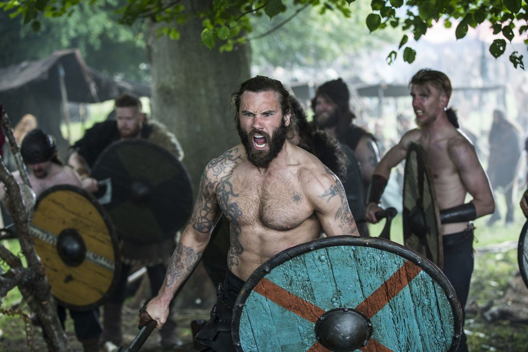 Die Wikinger beginnen mit der Erstürmung von Paris: Rollo (Clive Standen) ... - Bildquelle: 2015 TM PRODUCTIONS LIMITED / T5 VIKINGS III PRODUCTIONS INC. ALL RIGHTS RESERVED.