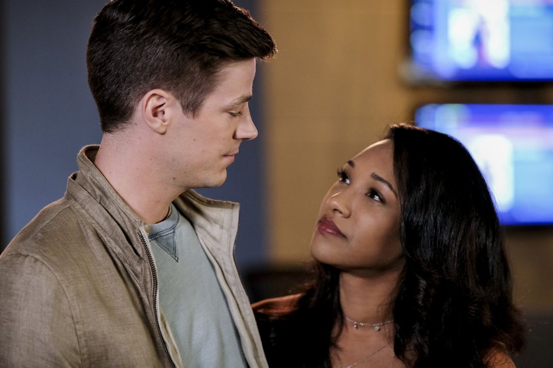 Barry (Grant Gustin, l.); Iris (Candice Patton, r.) - Bildquelle: Robert Falconer 2018 The CW Network, LLC. All rights reserved.