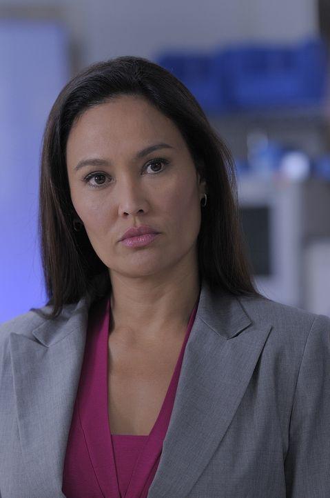 Katie Logan (Tia Carrere) zieht Myka und Pete zu einem Fall hinzu, bei dem Daniel Dickenson, der frühere Vorgesetzte der beiden umgebracht wurde. Di... - Bildquelle: Philippe Bosse SCI FI Channel