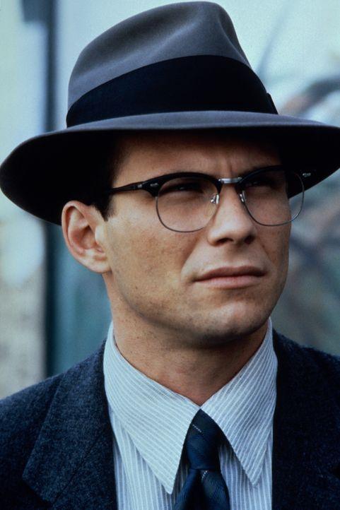 Übernimmt einen schier aussichtslosen Fall: der junge, unerfahrene Anwalt James Stamphill (Christian Slater) ... - Bildquelle: Warner Bros.