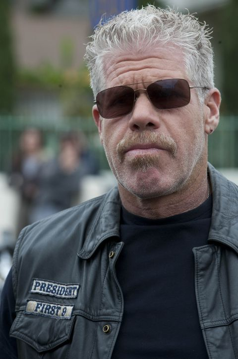Clay (Ron Perlman) und die Sons kehren mit Abel nach Charming zurück, um sich dem nächsten Problem, Taras Kidnapping, zuzuwenden ... - Bildquelle: 2010 FX Networks, LLC. All rights reserved.