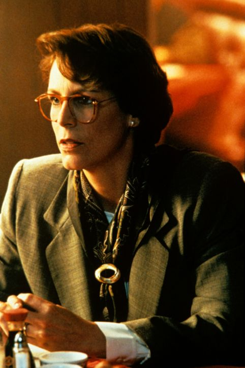 Während Harry im Einsatz ist, hat Helen (Jamie Lee Curtis) ein Stelldichein mit dem vermeintlichen Geheimagenten Simon. Da kommt ihr Mann ihr auf di... - Bildquelle: 1994 Twentieth Century Fox Film Corporation.  All rights reserved.