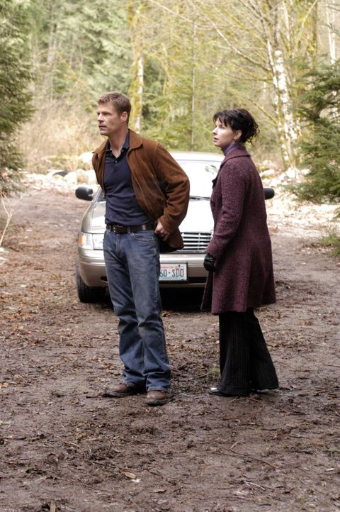 Es ist an Tom Baldwin (Joel Gretsch, l.) und Diana Skouris (Jacqueline McKenzie, r.), den beiden Homeland Security Agents, das Rätsel um die 4400 Rü... - Bildquelle: Viacom Productions Inc.