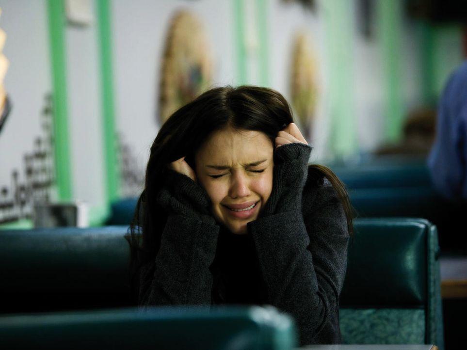 Schreckliche Visionen plagen die seit einer OP wieder sehende Konzertgeigerin Sydney Wells (Jessica Alba). Deshalb macht sie sich auf, diejenige zu...