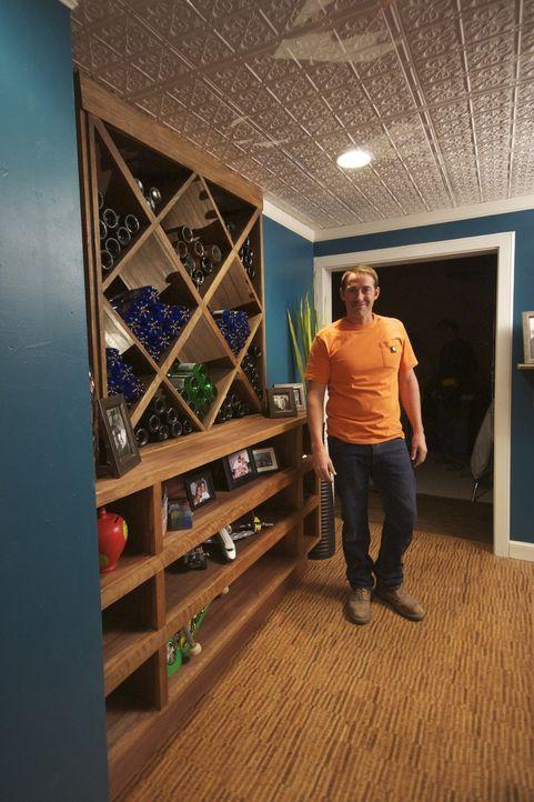 Bauunternehmer Josh Temple sucht Arbeit. Doch wird er im Baumarkt ein Opfer finden, dass ihn sein Haus crashen lässt? - Bildquelle: 2011, DIY Network/Scripps Networks, LLC.  All Rights Reserved