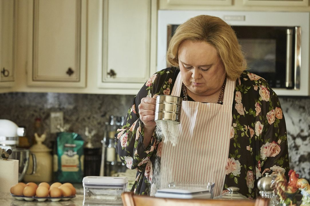 Bekommt Mrs. Baskets (Louie Anderson) Probleme mit ihren Freunden aus dem Bücherkreis? - Bildquelle: Ben Cohen 2016 Fox and its related entities.  All rights reserved.