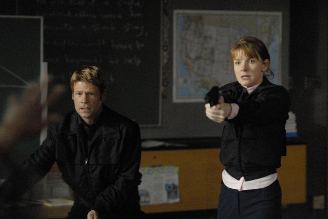 Diana (Jacqueline McKenzie, r.) und Tom (Joel Gretsch, l.) versuchen Jordan Collier daran zu hindern, seinen Plan durchzuführen ... - Bildquelle: Viacom Productions Inc.