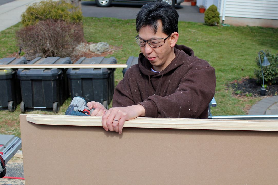 Steven Ng (Foto) braucht endlich Raum für sich. Er kann es nicht abwarten, dass das Spielzeug seiner Tochter endlich dem Keller weicht und dafür ein... - Bildquelle: Nathan Frye 2011, DIY Network/Scripps Networks, LLC.  All Rights Reserved.