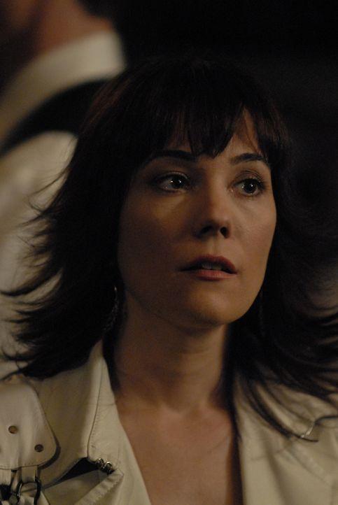 Nach der Einnahme des Promicins entwickelt April (Natasha Gregson Wagner) eine Fähigkeit, die bewirkt, dass kein Mensch sie mehr anlügen kann und ih... - Bildquelle: Viacom Productions Inc.
