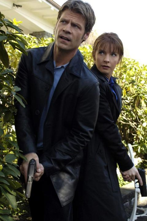 Finden heraus, dass Sara nicht Maias Schwester ist: Tom (Joel Gretsch, l.) und Diana (Jacqueline McKenzie, r.) ... - Bildquelle: Viacom Productions Inc.