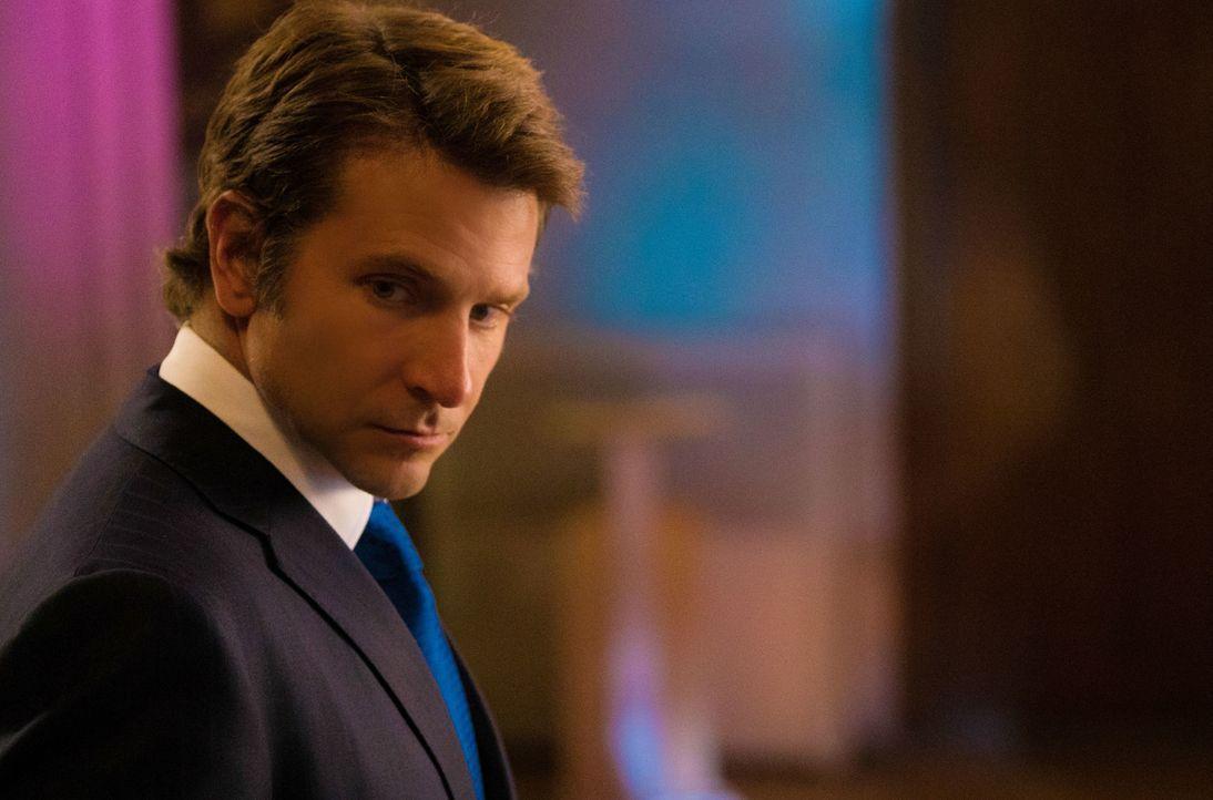 Nimmt Kontakt mit Brain auf - weshalb dessen Doppelleben ans Licht kommt: Morra (Bradley Cooper) ... - Bildquelle: Michael Parmelee 2016 CBS Broadcasting, Inc. All Rights Reserved