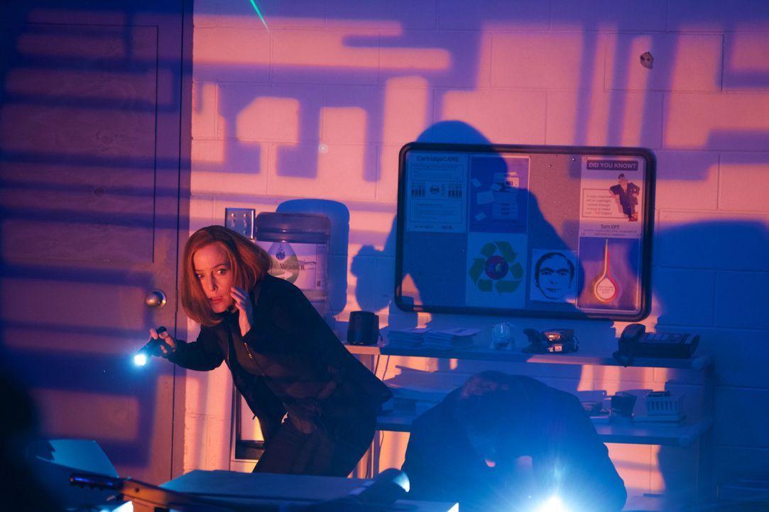 Erkennt Scully (Gillian Anderson), dass die Roboter und künstlichen Intelligenzen ihr einen gefährlichen Streich spielen? - Bildquelle: Shane Harvey 2018 Fox and its related entities. All rights reserved. / Shane Harvey