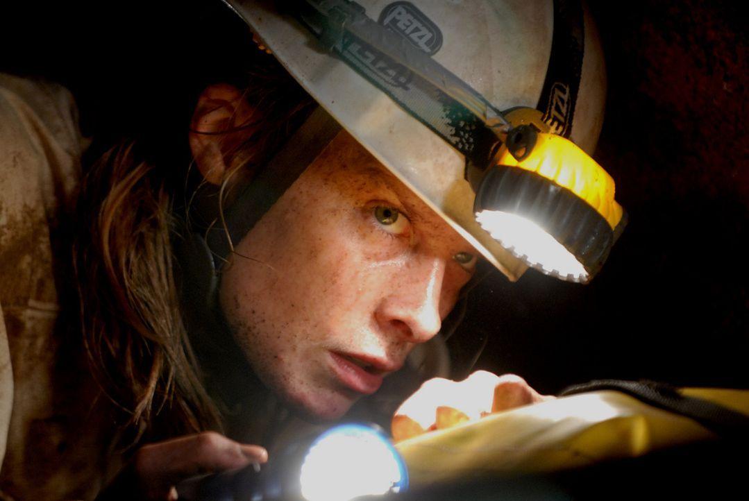 Muss zurück in die Höhle des Todes: Sarah (Shauna MacDonald) ...