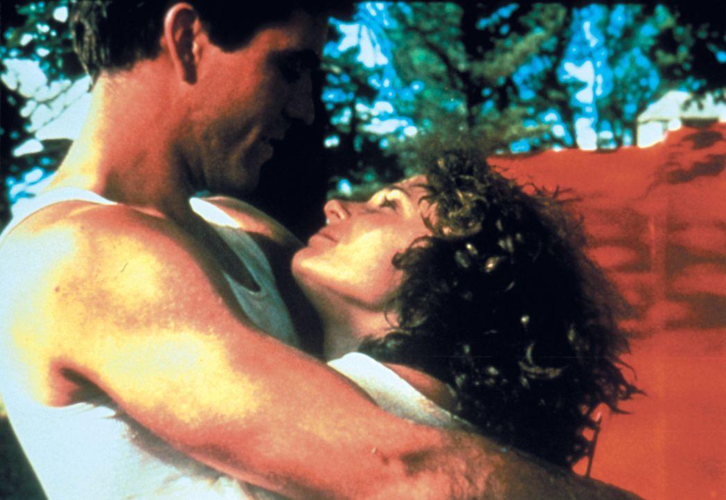 Ein Bild aus glücklichen Tagen: Max Rockatansky (Mel Gibson, l.) und seine Frau Jessie (Joanne Samuel, r.) ... - Bildquelle: Warner Bros.